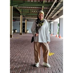 Family time. _#ootd Hijab: Peppermint Mocha @jenaharaofficial #jenaharascarf #TeamKira Top: @jenaharaofficial #jenaharaxkiravol1 #stealjenaharastyle Pants: @pulchragallery #pulchragallery Sandals: @brshoes_ _#rachanlie #kakira #kakiramyid #lifestyleblogger #clozetteid