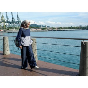 Enjoying the day at the port._#ootdHijab: @kamiidea #philipsxkamiTop: @jenaharaofficial #jenaharaxkiravol1Pants: @hijup #hijuppowerhouse#hijupxjenahara_#rachanlie #lifestyleblogger #clozetteid #UdjoMioTravel