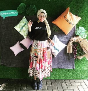 Am officialy #temankumparan ☺️Visiting the @kumparancom office, listening to storytelling sharing session by @pashatama and SEO short workshop with @masdhikakurniawan (I need more time to learn puhlease!). But the most important is to have chit chat wif old friends 😁..What I wear today is witty t-shirt from @_katatemen Hey I combine two skirts as a way to reduce fashion waste. Those skirts are bought from a garage sale and torn at some areas. Manually sewing the holes are not enuff hence I use my creativity and tadaaaaa you see the patchworks 😁Boots by @adorableprojects also second item found at @carousell.id (cheap and very good condition!). The reason why we must keep our bodies slim: no need to buy new clothes just because their sizes are no longer fit 😎...#clozetteid #HOTD #kartiniantemankumparan #temankumparanwoman #temankumparanwomen #recyclemorewasteless #Indonesiabersihsampah2025 #fashion #fashionableme #fashionate #streetstyle #fashionblogger