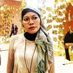 Me no smile, scary or no worry?..#clozetteid #ootd #hotd #hijabi #instagood #selfportrait #selflove #hijabstyle #hijabfashion #fashionate #fashionableme #senayancity #latepost