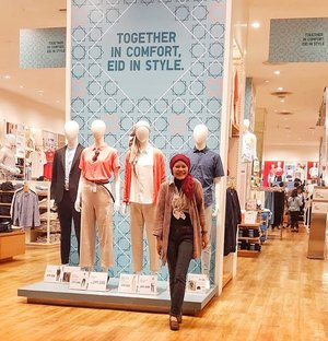 Sometimes the manequin is too tired and need a break, to walk around the mall. ..📷 @mfitrianna #instagood #clozetteid #lifestyle #ootd #hotd #uniqloindonesia #uniqlo #fashionable #fashionableme #fashionate #passioninfashion