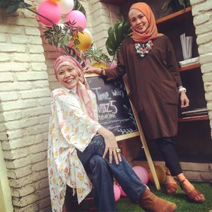 Back to colorful me, represents the colorful moment with @yuliamoz5 : a mother, womanpreneur, and inspiring muslimah. Thanks for having me and years of friendship ☺️..#beautymoment #clozetteid #lifestyle #hairtherapy #thebeautyofislam #moz5salon #fashionable #fashionableme #happymoment #beyoutiful #beauteatime #experiencethebeautyofislam