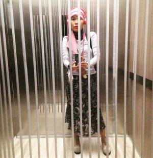 Pretty prisoner #clozetteid #ootd #hotd #dandansenin #latepost #streetstyle #fashion #instafashion #hijabstyle #hijabers #style