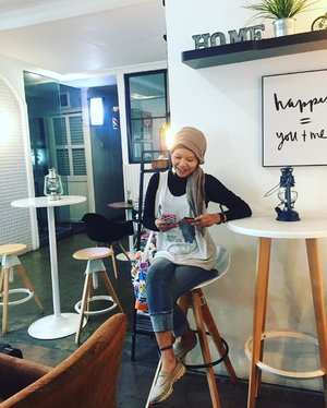 Home is a place where you find happiness, and happy means you + me.Can't agree more..Bag by @liuniconthings x @jeniusconnect ..📷 @dimasadhip ..#clozetteid #ootd #hotd #fashun #fashionable #fashionableme #fashionate #latepost #wheninBandung #Bandung #coffeeshop