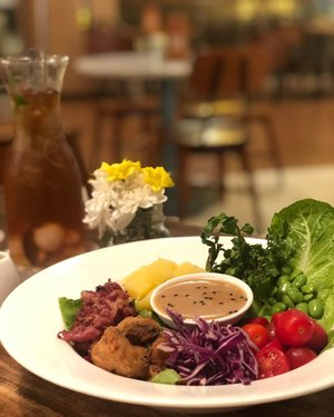 The more colorfull your meal, the healthier it is. Mu dinner, my rainbow . . #hummingbirdgogreen #clozetteid #lifestyle #foodie #foodiegram #foodpost #foodaddict #foodporn #happytummyhealthyme