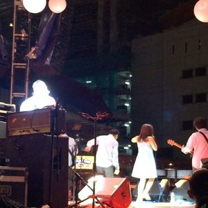 @sayhivi from the backstage, because front is too mainstream . . #instamoment #javajazz2017 #clozetteid #lifestyle #xljavajazz #jaringanXtra #instahappy #music #jazz #JJF2017