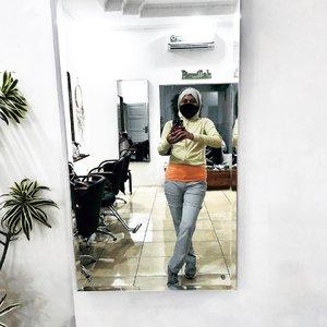 Kapan terakhir kali olahraga?Masih ragu jalan ke luar rumah?Apa kabar kelas zoom?Ngomong ke diri sendiri yang gerak badannya lebih banyak nyangkut di niat kemudian ketika hujan mengurung merasa dapat pembenaran.Gimana caranya termotivasi?#clozetteid #ootd #sportstyle #hijabstyle #hijabsportstyle #fashionableme #fashun #fashionate #latepost
