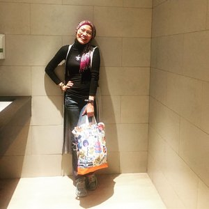 Guess everyone does take a selfie on restroom at least once in a lifetime ..#clozetteid #OOTD #HOTD #lifestyle #instafashion #fashionate #fashionableme #fashion #hijabfashionista #hijabfashion #streetstyle #hijabi #latepost
