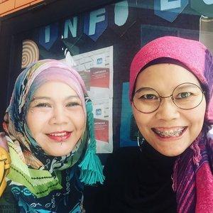 Meet the old friend but looks younger @kenwuni Because aging gracefully is the key..#clozetteid #ootd #lifestyle #instagood #instafriend #instafashion #hijabfashion #hijabi #hijaber #iluni #campuslyfe #latepost
