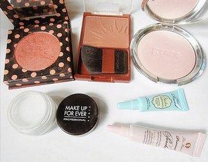 🧡[ t o d a y ' s  c o l o r s ] 🎀 . Featured in pic: 🍊Too Faced Papa Don't Peach Blush 🍊Wet n Wild Goddess Bronzer 🍊Philosophy Amazing Grace (Highlighter) 🍊Make Up Forever HD MicroFinishing Loose Powder 🍊Too Faced Shadow Insurance 🍊Too Faced Primed & Poreless . . . . . . . . #bblogger #toofaced #philosophy #mufe #wetnwildbeauty #makeupmess #makeupandwakeup #whatsonmyface #makeupoftheday #motd #makeuptalk #beautifulmess #clozetteid