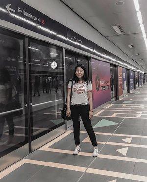 Welcome MRT.(MRT Underground Station) 🚟#todaysstory #mrttrialrun #lookdujour #currentlywearing #ykwears #aboutalook #petitestyle #theartofslowliving #clozetteid