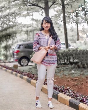 *insert witty instagram caption here*.  Because I simply don't know what to write for caption 😅✌🏻         . #simplestyle #lookdujour #petitestyle #currentlywearing #ykwears #aboutalook #theeverygirl #clozetteid #theartofslowliving