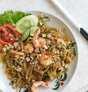 🥗 < k w e t i a u w > 😋 . . . . #whatieat #fooddiary #foodgram #chinesefood #noodles #noodlelover #kwetiau #makanapa #makanenak #yummy #foodgasm #foodphoto #foodstagram #clozetteid #yumm #yummyinmytummy