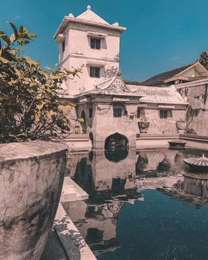 "[Save this post for your next holiday]⁣ 💙Taman Sari Water Castle is a recreational as well as a meditation area for the Sultan and his family. It is actually a massive complex but most of it doesn't exist anymore or were not in a rehabilitated condition now. The most famous one is this pool complex called ""Pasirangan Umbul Binangun"", which is the bathing area for Sultan's family. ⁣⁣There are 3 pools in this area. One for his immediate family, one for his concubines, and a more private one for the Sultan himself. Legend has it that he used the tower to oversee his concubines bathing in the pool and would choose one lucky (or not so lucky?) girl to join him in his private bath behind the tower.⁣⁣Would suggest to come here really early before it opens at 9 am because this place gets crowded pretty fast!⁣⁣⠀⠀⁣⁣⁣⁣⁣⁣.⁣#justbackfrom #tamansari #historicalplaces #visitjogja #Indonesiaku #yktripdiary #watercastle #clozetteid #visualwanderlust⁣"