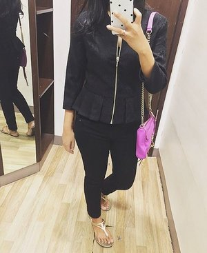 Executive discount 50% off at Citos ! This jacket. Yes or No?  I say Yes 😊 (She came home with me 😉) . . . #newin #haul #shoppingday #saleinfo #mataharisale #blackonblack #aboutalook #stylegram #wiwtindo #ootdid #clozetteid