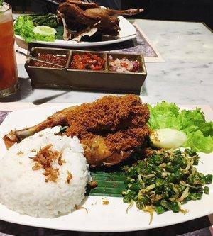 < l u n c h > . . . . #whatieat #fooddiary #makanapa #makansiang #bebektepisawah #indonesianfood #jakarta #instafood #foodshare #foodstagram #clozetteid