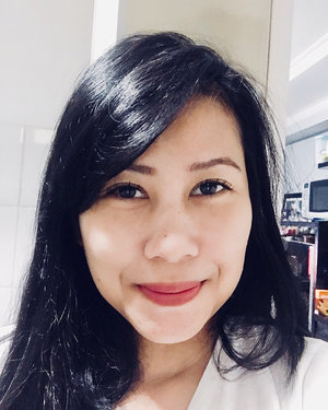 All I need is fluttery lashes and lipstick 😛👩🏻 [ Natural Lashes by @wenkbrauw_byelva ] . . . . . #faceoftheday #clozetteid #lashesonfleek #lashextensions #lashesfordays #motd #selfiefriday #makeportraitsnotwar