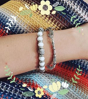 Favourite souvenirs 💛💚 ............ #accessories #jewelry #souvenir #bracelet #armstack #armparty #armband #styleinspo #clozetteid