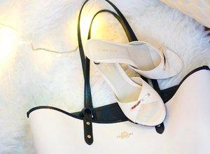 #matchingbagandshoes 2nd edition :) . . . . (Always the #matchymatchy) #bagandshoes #botd #sotd #colorcoordinated #whiteonwhite #bagoftheday #itsdarling #shoesoftheday #frommywardrobe #fblogger #itsagirlthing #clozetteid
