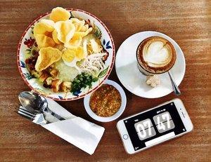 When you want breakfast tapi ada kawinan pagi2 jadi ga sempet sarapan, cuma bisa memandangi foto bubur ayam ini aja 😜........#breakfast #brekkie #foodstagram #makanapa #buburayam #whatieat #fooddiary #anakjajan #먹스타그램 #nomnom #delish #clozetteid