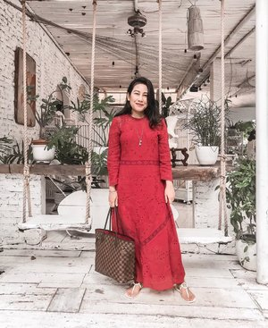 Kemaren pas Aidil Adha gak sempet foto abis sholat Ied, but I re-wore this exact outfit yesterday 😉         . #iduladha2019 #modeststyle #lookdujour #ykrayawears #aboutalook #theeverygirl #petitestyle #clozetteid