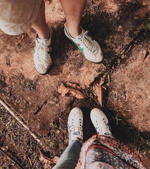 """Couple-an"".. Udah cukup nge-'alay' belom? Ahaha 😬😅😂 . . . . . . . #streetlook #urbanstyle #streetwear #urbanwear #sotd #trueoutfit #aboutalook #clozette #clozetteid #birdsview #flashesofdelight #viewfromthetop #fromwhereistand #postitfortheaesthetic"
