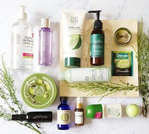 Midnight strikes and I'm Home 🛌 at last ... Had a long tiring day(s) and all I need is my comfy fluffy bed. But before that, #skincareroutine first 🗿 It looks like I'm using lots of products in green colored packaging this time. A long multiple steps too because I've been lazy with my #skincarearsenal lately 😟 🍃 • First Cleanse : #CorineDeFarme Micellar Water. • Eye Makeup Remover : #Clinique TTDO Eyes & Lips Makeup Remover. • Second Cleanse : #TheSkin Pure Lime Cleansing Foam. • First Toner : #AlilaLiving Hydrating Face Mist. • Second Toner : @thebodyshop Aloe Calming Toner. • Spot Treatment : #BrittaniesThyme Organic Acne Treatment. • Serum : @natureleavess Hello's Night Serum. • Moisturizer : #Sukin Nutrient Rich Facial Moisturizer. • Lipbalm : #eoslipbalm in honeysuckle honeydew (yes i collected them because of the rainbow colors 🌈) • Bodycare : #simpleskincare natural deodorant & #theBodyShop Olive Body Butter. ............ EXTRA : >> It's a bliss sitting on my sofa with #Bathbodyworks Leaves Candle aroma while sipping on #Dilmah Vanilla Tea after a very long and tiring day ... 😴😴 .. 🍃🍃🍃🍃🍃🍃 #skincarediary #skincaremenu #skincareblogger #skincarelove #skincaregram #beautydiary #indonesianbeautyblogger #bloggerperempuan #flatlaynation #clozetteid