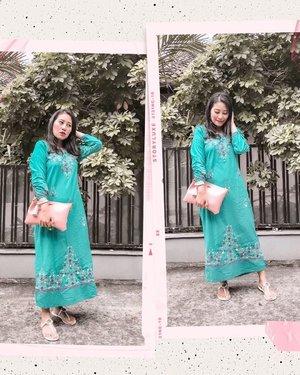 {Outfit Bukber episode #1} 😁   Moroccan embroidery tunic (yang kalo di gue jadi maxi dress berhubung gue pendek 😬). Embroidery (and lace) are my favorites 💚. Yang kemaren nanya di story -> ini dulu beli di tanah Abang, kembaran ama my mom tapi beda warna 😊  Anyway, ini dipake pas family bukber hari Minggu kemarin, so ini late post yak!    . #modeststyle #ramadanootd #lookdujour #petitestyle #currentlywearing #ykwears #aboutalook #theeverygirl #clozetteid