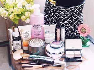 🕶 Kemaren beberes sampe sakit punggung 😮 Ternyata banyak banget printilan di rumah yang bertebaran tidak pada tempatnya, termasuk barang2 ini yang nyebar dimana mana 😬 Kumpulin dulu jadi satu buat sesi foto sebelum kembali ke habitatnya masing-masing 😀 . . . . . . #bblogger #makeupgram #faceoftheday #makeuptalk #makeupaddict #motd #clozetteid #makeuplover #instamakeup #wakeupandmakeup #makeupoftheday #makeupmess