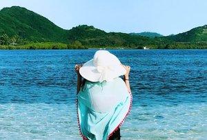 Ocean is my potion, I need vitamin sea ... 🌊🌊👒☀️ . . . . #vitaminsea #beachlife #beachtrip #beachstyle #seaview #seaside #seaside #travelbug #travelgram #travelstories #travelphotography #visitindonesia #vacationmode #sea #gilikedis #lombokisland #indonesia #clozetteid