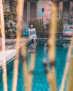 "#Jogja was very hot the other day. Plunge my feet into the pool to cool down a bit. Sementara yang motoin ribut : ""yang, itu bajunya basah!"". 🥶💙.#bednbreakfast #omahnjonja #wheretostay #travelstory #yktripdiary #poolside #weekendgetaway #summerholiday #clozetteid"