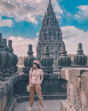 Berasa anggota tim ekspedisi Lara Croft x Indiana Jones 😀😜       . #prambanantemple #prambanan #sidewalkerdaily #ykwears #yktripdiary #aboutalook #theeverygirl #petitestyle #clozetteid