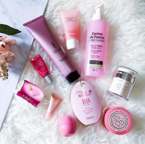 Mostly all pinks (!) for #todayslook 💓😊 . . . . #makeupgram #todaysface #beautyflatlay #makeupoftheday #pinknation #slaytheflatlay #flatlaythenation #beautygram #motd #beautyroutine #beautyblogger #bloggerperempuan #bloggerceria #instabeauty #pinkgram #clozettedaily #clozetteid