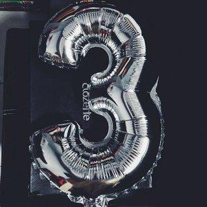 Who's turning 3 today ? Stay tune ... 🖤🖤🖤 . . . . #happyanniversary #clozetteid #starclozetter #sneakpeek #ClozetteDiversi3 #bblogger #indonesianblogger #iglove #todaysstory #bloggerlife #birthdayfun
