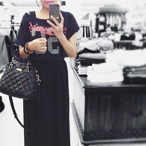 Sunday afternoon : Nemenin my mother in law 👭🛍 - Shopping for lazy pants 💋 Dan ga tahan liat kaca 😜😝 #metoday #todayslook #ootd #bw #instabw #currentlywearing #croptop #maxi #clozetteid #starclozetter