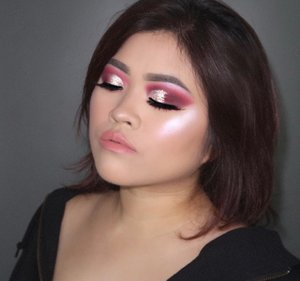 Tutorial for this look on my previous post 😉PRODUCT USED@hudabeauty Mauve Obsession #hudabeauty @shophudabeauty #shophudabeauty @nyxcosmetics_indonesia Pigments #nyxcosmetics #nyxcosmeticsid @hudabeauty Winter Highlighter Palette #wintersolstice @jeffreestarcosmetics Lip Ammunition *birthday suit #jeffreestar #jeffreestarcosmeticsLashes @artisanpro 1794