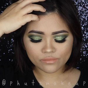 Who's ready for xmas 🎄🎅🏾..Btw I'm not celebrating xmas but I can feel the joy of year end sale 😜..PRODUCT USED @morphebrushes x @jaclynhill palette #morphepalette #morphe #morphebrushes #morphexjaclynhill @inglotindonesia Gel Liner #inglot #inglotindonesia @eclatpressedglitter Bunwee @doseofcolors x #desixkaty Lipstick *No Shade #doseofcolors