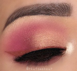 PRODUCT USED  @hudabeauty Rose Gold Palette #hudabeauty @shophudabeauty @alyakattan @monakattan #rosegoldpalette  @jeffreestarcosmetics Velour Liquid Lipstick *Leo* for eyeliner . . BROWS  @benefitcosmeticssg Ultra Fine Brow Pencil  @benefitcosmeticssg Gimme Brow Volumizing Eyebrow Gel #benefitcosmetics #benefitbrowbar #benefitsg #benefitbrows . . Lashes @velourlashesofficial *Oops! Naughty Me #velourlashes