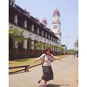 Let's pretend we can do it.  #travel #semarang #lawangsewu #trip #ootd #fashion #clozetteid #utotia #utotiatravel