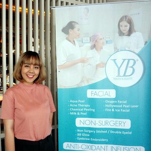 Did Hollywood Laser Peeling treatment at @youthbeautyclinic Kemang last week and it works like wonder to me!  The treatment was nice since it doesn't involve high level of pain and it has no downtime.  Clear up my skin and the skin tone is more even after.  Read more on my blog! Link available on my bio.  #utotiareview #beauty #beautyreview #clinic #ybclinic #youthbeautyclinic #ifbxyouthbeautyclinic #facial #clozetteid #skincare #klinikjakarta