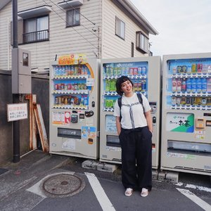 Mandatory photo spot when in Japan: posing in front of the vending machines.Took this one after strolling for half-day trip in Kamakura. Look forward to come back (hopefully) this year. 👻#utotiatravel #visitkamakura #vendingmachineseverywhere #clozetteid #japan_vacations