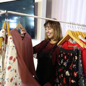 Lagi cari baju baru buat merayakan Imlek? Atau lagi butuh baju baru mumpung abis gajian?  Well, tadi barusan cek koleksi #PomeloLunarNewYear dari @pomelofashion di event bareng @clozetteid  Item favorit aku adalah dress warna dusty rose ini, cek langsung koleksi lainnya di website Pomelo ya!  #clozetteid #pomelofashion #dress #lunarnewyear #fashion #selfportrait #bestoftheday #potd