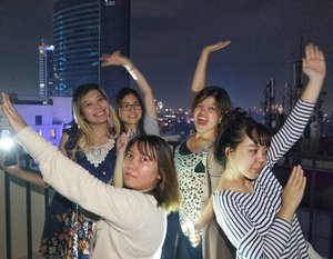 Happy new year 2017 from these 5 crazy single ladies! May we survive another year full of challenges 💪  #clozetteid #dab #happynewyear #2017 #newyearnewme #nye #newyeareveparty #friends #girls