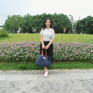 Inside the Dutch Flower Town, beside flower market, there is a big park for anyone to stroll around. There are a lot of families & kids and puppies there! ❤ #travel #utotiatravel #travelwithTia #shenzhen #china #ootd #fashion #park #clozetteid #dutchflowertown