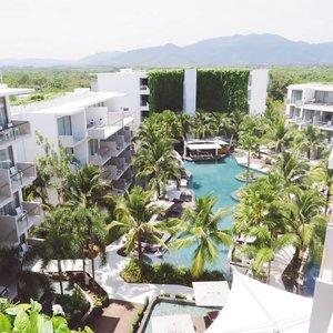 The best hotel selama nginep di Hotel. Selama di Phuket baru coba 2 hotel yang pertama di daerah Patong ambil budget hotel.Dan di hari terakhir menginap di @dreamhotels Phuket. Deket banget dengan @dreambeachphuket ada shuttle service dari Hotel ke Beach Club.Ini aku foto di pool rooftop Hotel, di bawahnya ada kolam renang juga ga kalah bagusnya dengan Beach Club. Senang sekali menginap di sini sayang hanya satu hari jadi belum puas menikmati fasilitas hotelnya.Yuk ke sini :D.#impiccha #hotelreview #phuket #dreamhotelphuket #phuket #thailand #clozetteid #hotelphuket #besthotelphuket #dreambeachclub #tribepost #bandungbeautyblogger