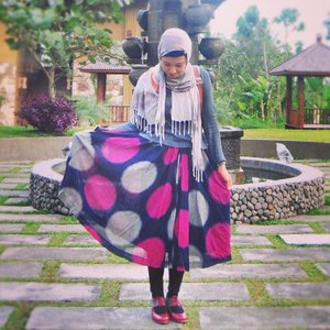 miss wearing this skirt and shoes ✨..#throwback #outfit #lifeiscolorful #livethelittlethings #clozetteid #hijabstyle #vintage #retrostyle #midiskirt #polkadots #maroon #oxfordshoes #abmstyle #ifbootd #ihblogger #coveredstyle #stylewhimsical #thatsdarling