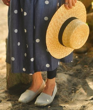 Espadrilles for the beach... ummm, no? 🌤🌊🌴 More pics on the blog: stylewhimsical.blogspot.com #beachwear #strawhat #polkadress #espadrilles #outfit #aeostyle #clozetteid #fblogger #abmtravelbug