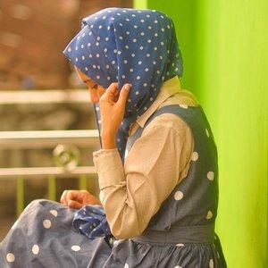 Dots.. ..#outfit #polkadots #stylewhimsical #sunlight #afternoon #naturallightphotography #nikonindonesia #hijabstyle #mididress #vintageblouse #clozetteid