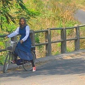 Missing bicycling... 🚴♀️🍃🌾 #throwback stylewhimsical.blogspot.com  #livethelittlethings  #livefolk #enjoylife #clozetteid #ootd