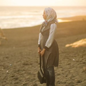 My first attempt working on photo-editing using @lightroom CC and I'm amazed with the result.. Love it so much! ✨❤️#Lr_ForGood...#photography #photoshoot #photoediting #creativesummer #livethelittlethings #thatsdarling #beach #sunset #naturallightphotography #lightroom #nikon #outfit #wardrobestyling #clozetteid #hijabstyle #ihblogger #abmstyle #ifbootd #stylewhimsical #magiccity #explorejogja